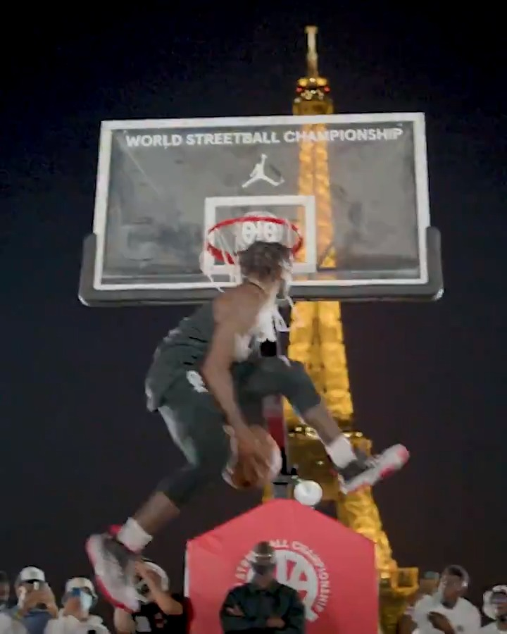 Some of the biggest streetballers showed up and showed out at the @quai54wsc event in Paris 🌟  @Jumpman23 https://t.co/sY2NfLEsvI