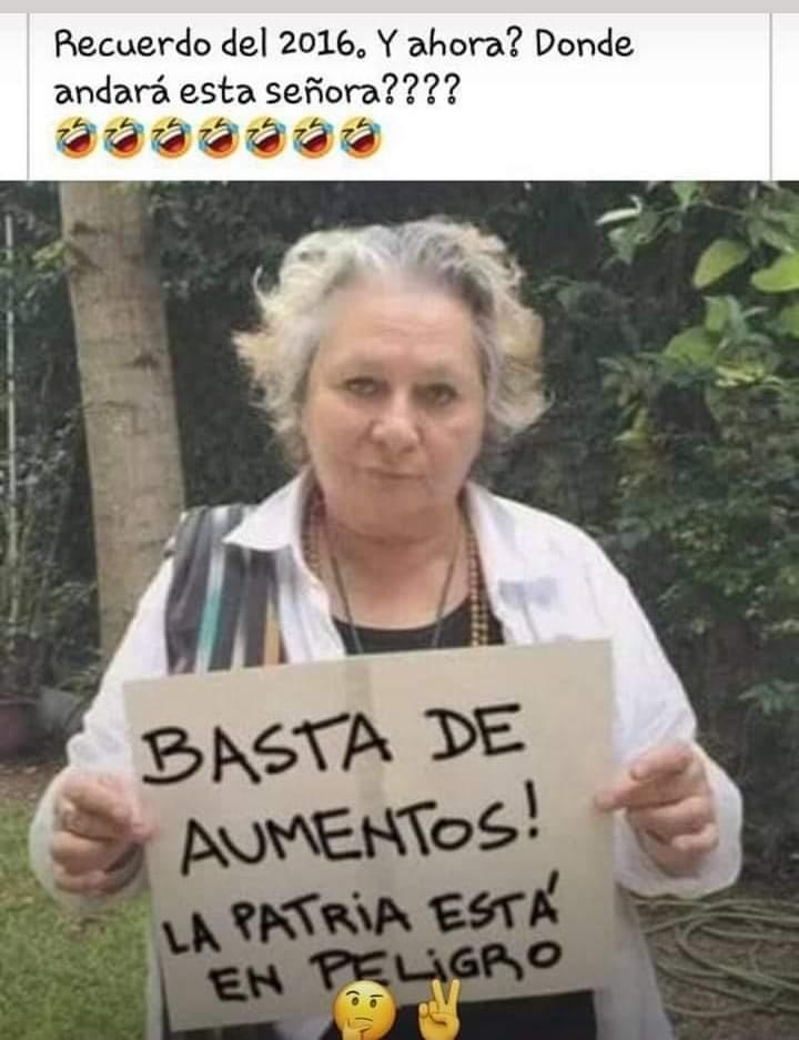 Típico de vieja peroncha: pelo a lo loca, collares medio estrafalarios, tatuaje en la zona de la vacuna, socialista de Nordelta, Palermo, Madero. De manual.