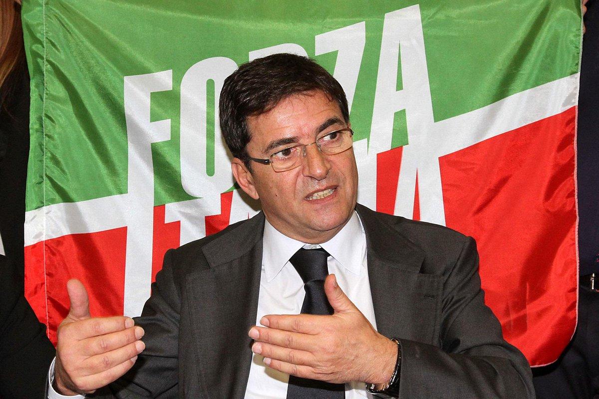 @robertosaviano's photo on Politico