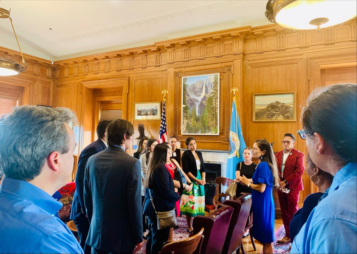 Today I had the pleasure of meeting with the next generation of Native American and Alaskan Native leaders here in DC with the @UdallFoundation internship program. They are their ancestors' dreams as they work to build a better future. I could not be prouder. https://t.co/HYLKOMFKPy