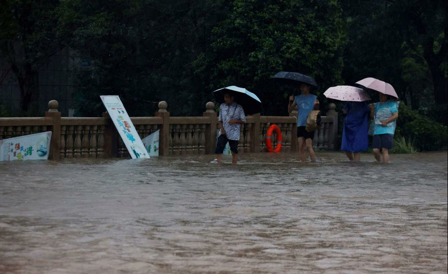 China orders immediate review of subway flood controls as rains continue Photo