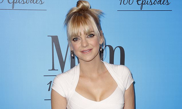 Anna Faris is married! Actress confirms she and Michael Barrett secretly wed in courthouse ceremony Photo