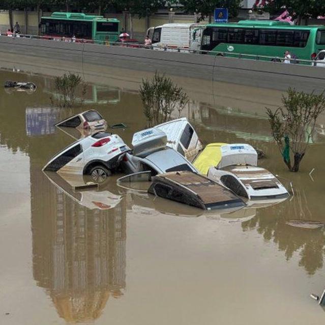 China floods: People unite on social media to help flood victims Photo