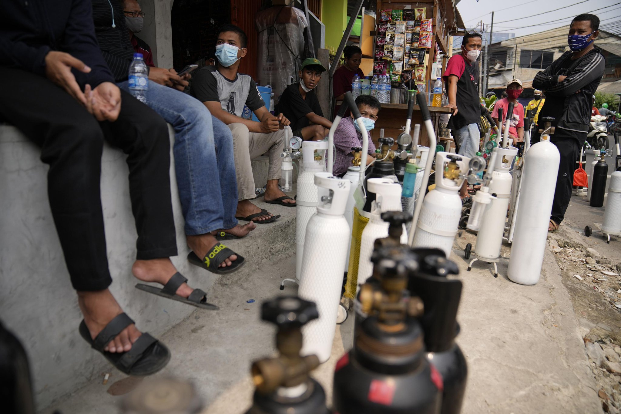 Death rates soar in Southeast Asia as virus wave spreads Photo