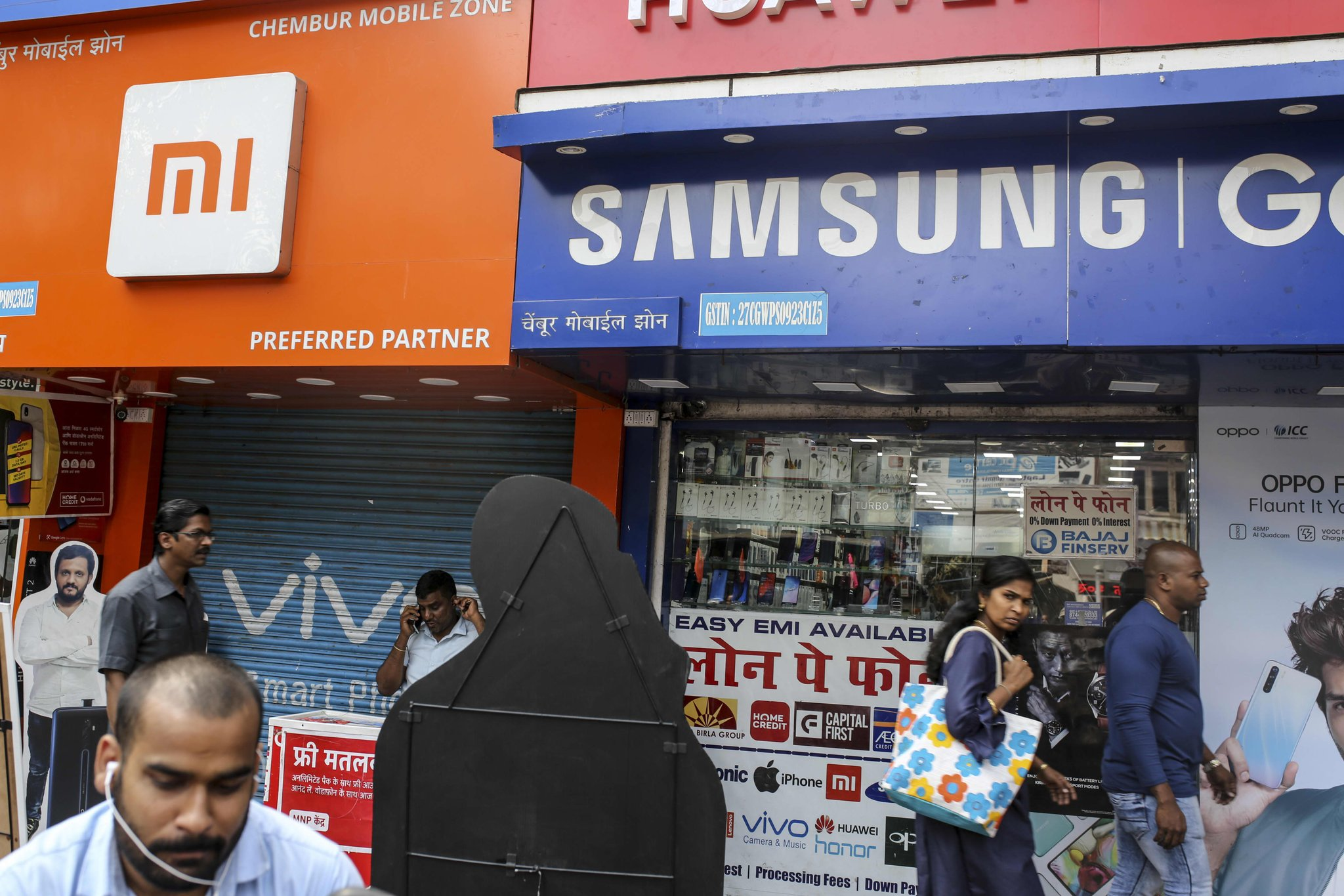 Smartphone shipments in India fell 13% on-quarter as Chinese firms maintain their stronghold Photo