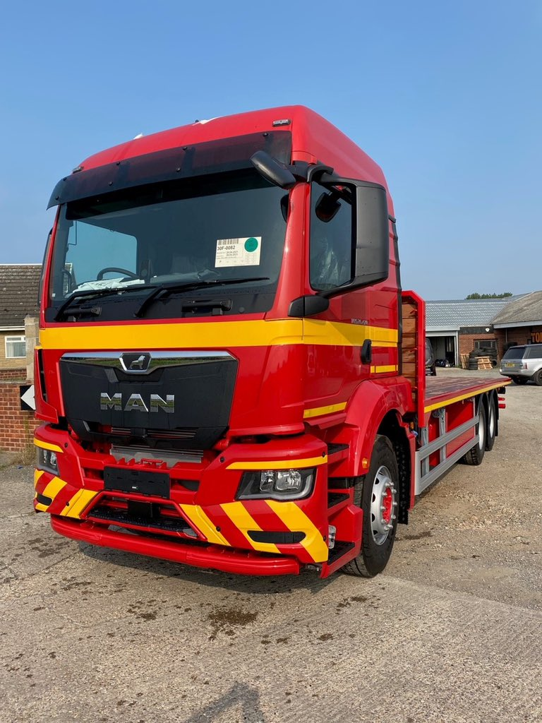 test Twitter Media - Heavy duty platform body with VBG coupling & full chassis, body, wheel hub, cab plastics & bumper chevrons painted in-house. Thank you to Jason Dawson at @mantruckbusuk and T.C. Brears and Sons Hay and Straw for their continued business. #MANTruckandBus #TCBrears #MWHull https://t.co/ZgoY2xmC51
