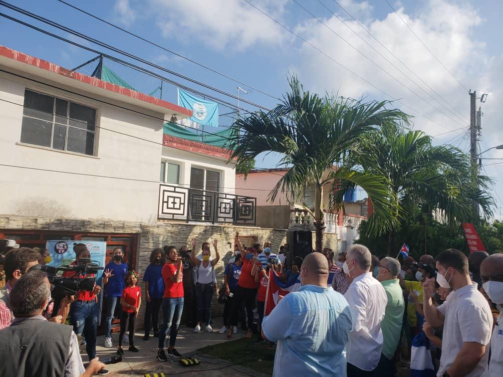 Recorre Díaz-Canel sitios vinculados con el enfrentamiento a la COVID-19 e intercambia con trabajadores eléctricos (+ Fotos)