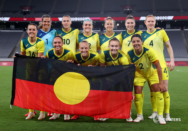 Several women's soccer teams at #Tokyo2020 took the knee before their games in Tokyo, in support of racial equality. Australia's national team @TheMatildas chose to unfurl a flag of the first peoples of Australia https://t.co/KlxcdDq8WQ https://t.co/3WTi3CVMdn