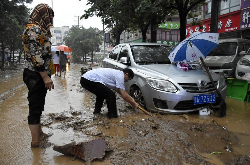 Chinas Zhengzhou begins cleanup after deadly storms Photo