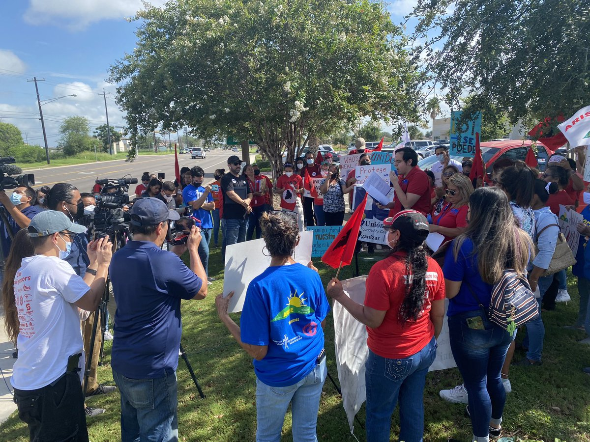 .@TXCivilRights is here with @LUPE_rgv outside @KenPaxtonTX's (the indicted AG who fought to destroy DACA) Pharr office to DEMAND Congress recognize the millions who deserve dignity via a clear pathway to citizenship. Sí se puede!! https://t.co/EAWQNcaIEA