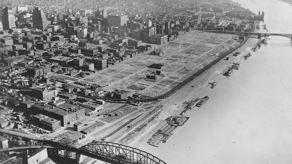 """The Gateway Arch in Saint Louis sits on the remains of 37 square blocks of African American riverfront residences and businesses that were purposefully bulldozed to build the """"monument to progress."""" https://t.co/peIB3ODMfy"""