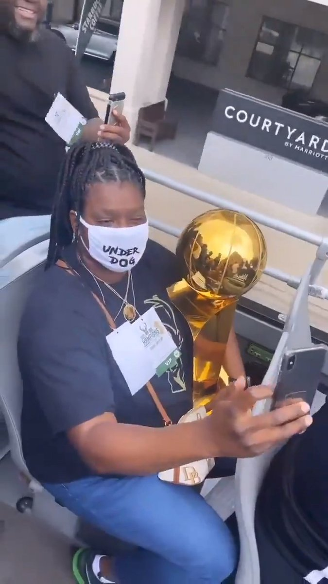 """Bobby Portis' mom rocking a mask that says """"underdog"""" while holding the trophy 🙌  What a journey for him. https://t.co/9gQvnJap5Y"""