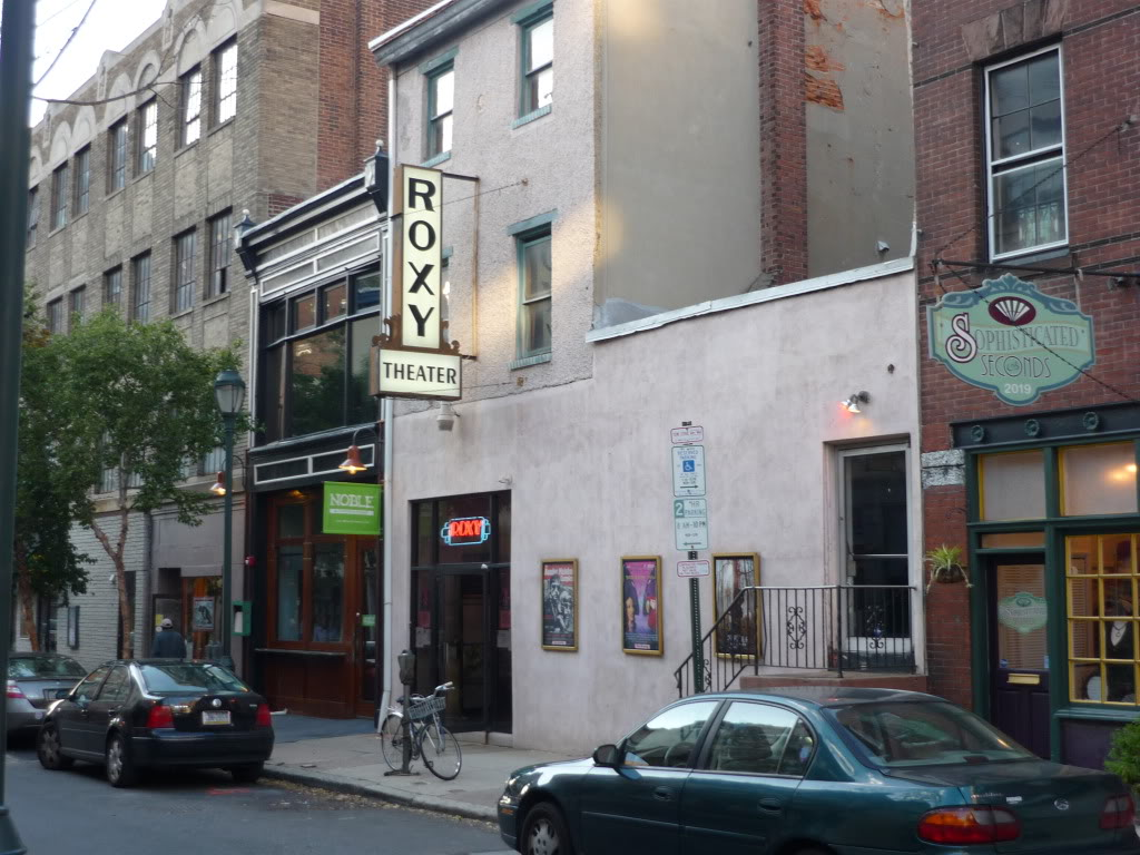Photobucket warned me it'll delete my long-unused account so downloading important pics like the time I saw Cybela Clare's bonkers UFO vanity project BIRD'S EYE VIEW all by myself at the Roxy in Philly, 2009  #FilmTwitter hell yeah https://t.co/ib6Dn56NiC