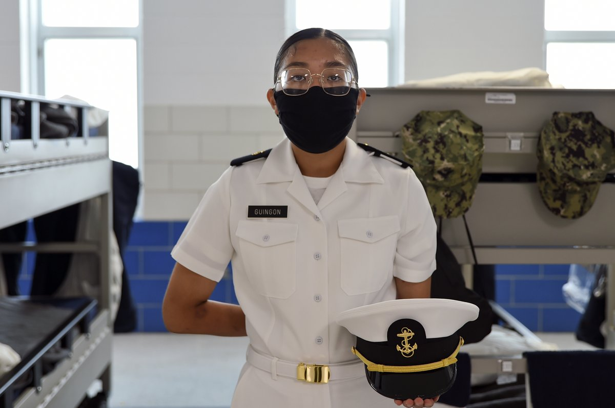 It's all in the details 🔎  Naval Reserve Officers Training Corps (#NROTC) New Student Indoctrination (NSI) midshipman candidates participate in drill competition and conduct uniform inspections at #USNavy Recruit Training Command (RTC). #ForgeYourFuture   📸: MC1 Amber Weingart https://t.co/6HswHb5i5p