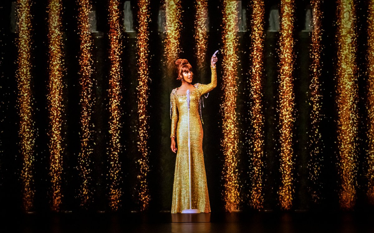 """Houston's estate has announced """"An Evening With Whitney: The Whitney Houston Hologram Concert,"""" a new residency at Harrah's Las Vegas that will begin this fall. https://t.co/UjQhMkPeu8 https://t.co/IgFlmW1vgW"""