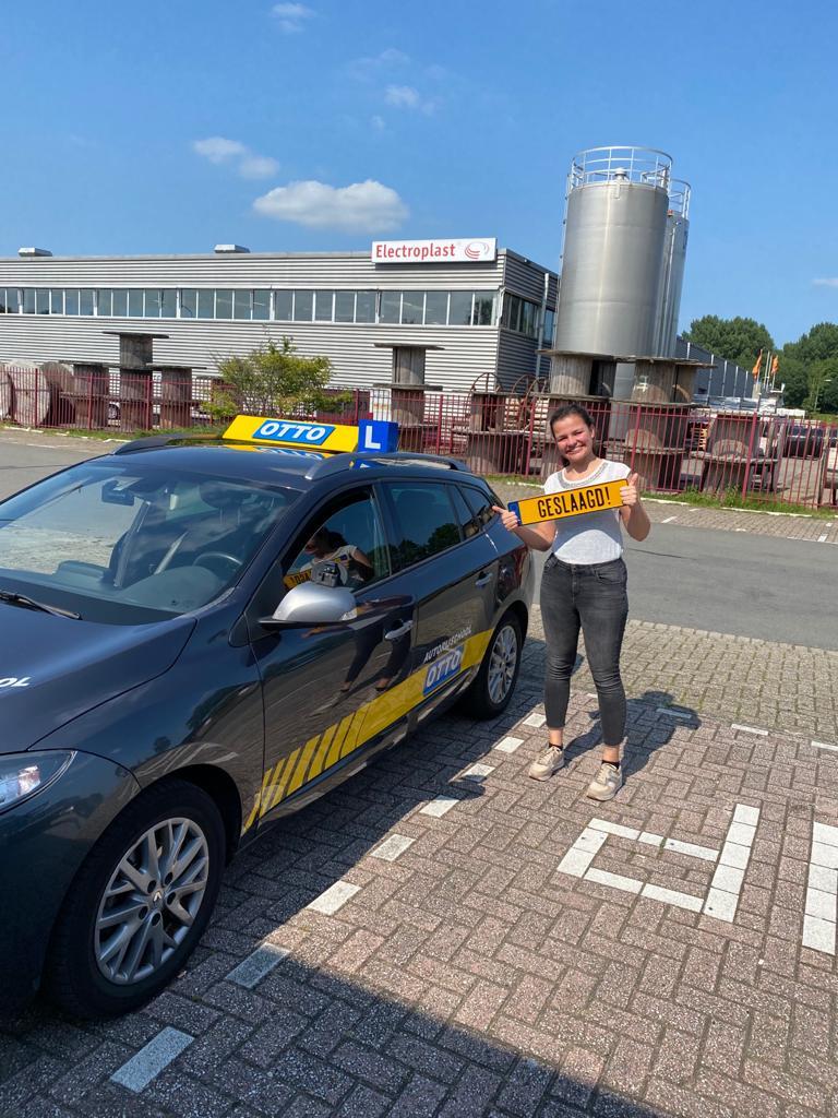 test Twitter Media - Arissa Steenstra van harte gefeliciteerd met het behalen van je rijbewijs. Veel succes met je nieuwe studie. https://t.co/6eWumUyp4h