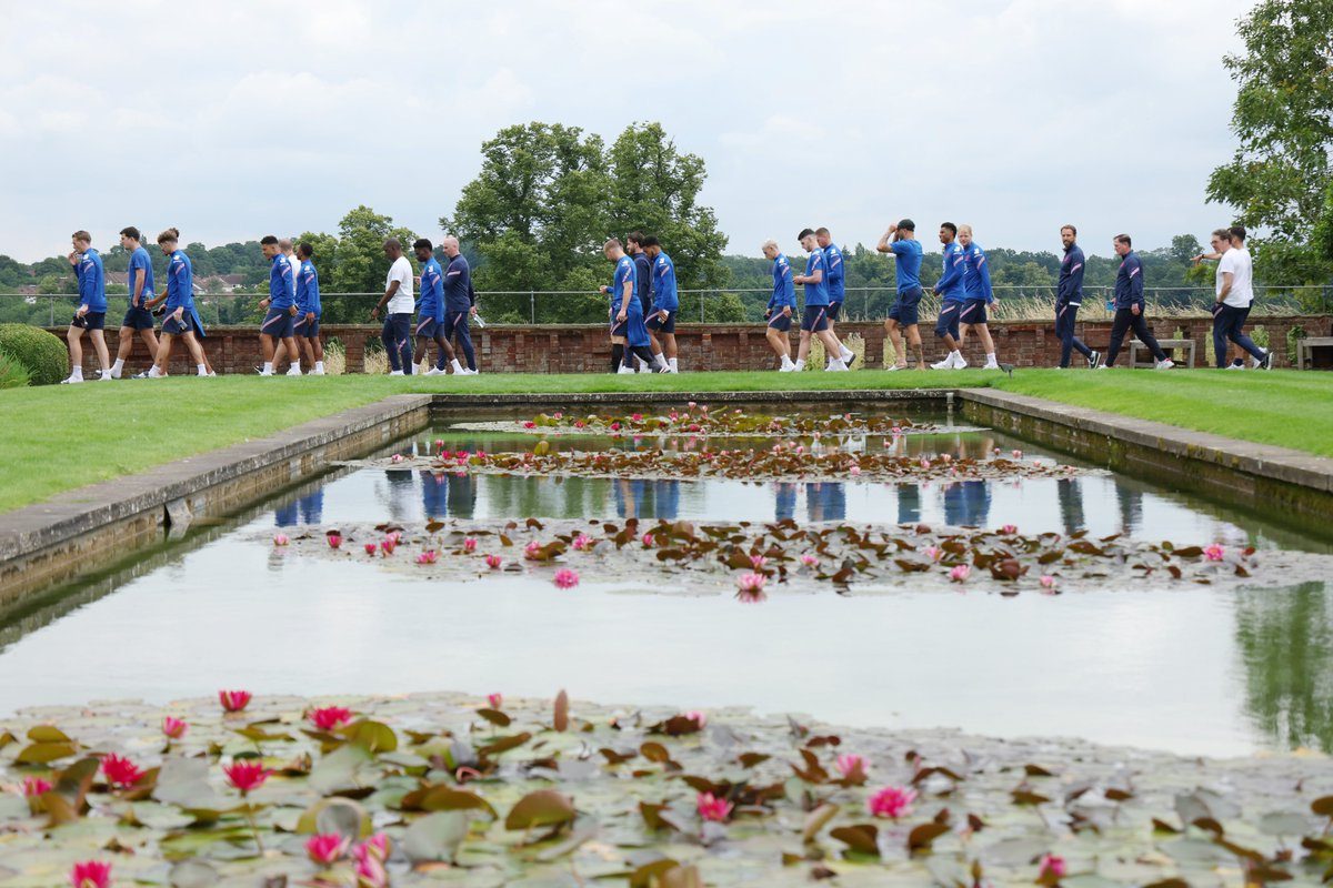 The Full Squad stroll around the Hotels grounds at 1pm