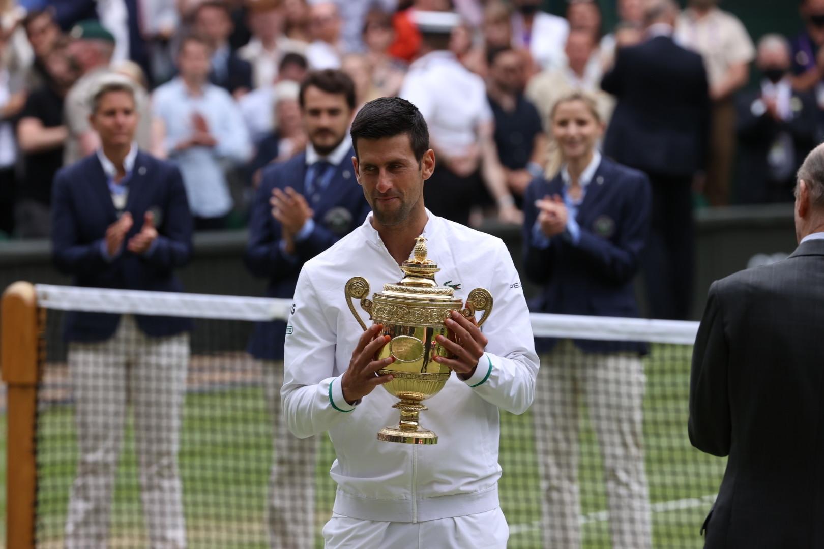 नोवाक जोकोविच ने इटली के मातेयो बेरितिनी को हराकर विंबलडन टेनिस का सिंगल्स खिताब जीता