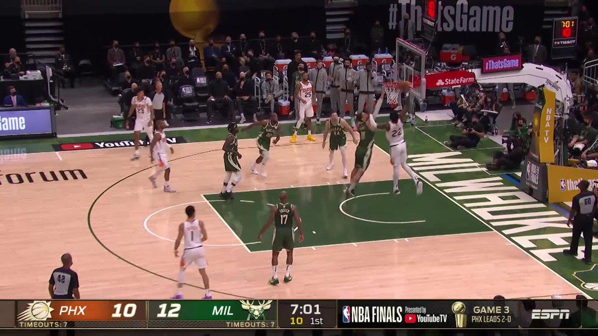 Ayton throws it DOWN 🔨  (via @NBATV) https://t.co/bc3zH9hLDF
