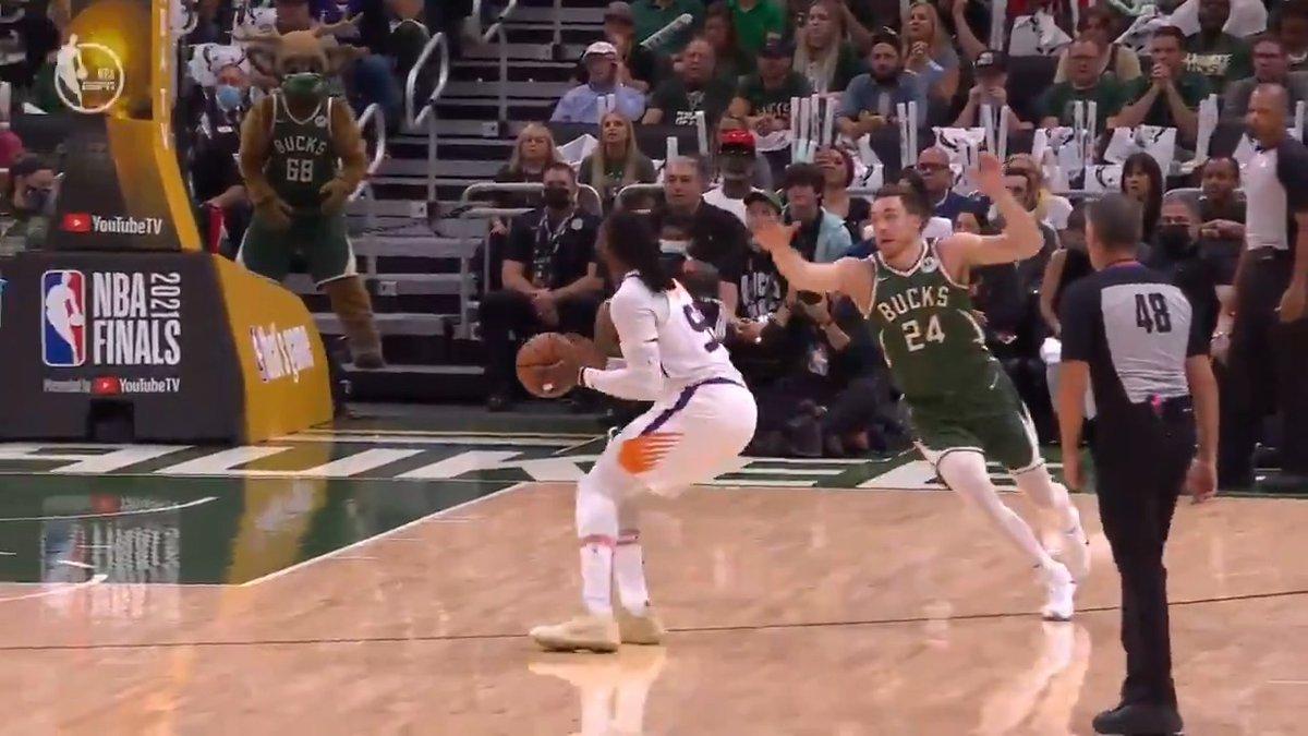 Suns ball movement >   (via @NBA) https://t.co/dJf29Q1D51