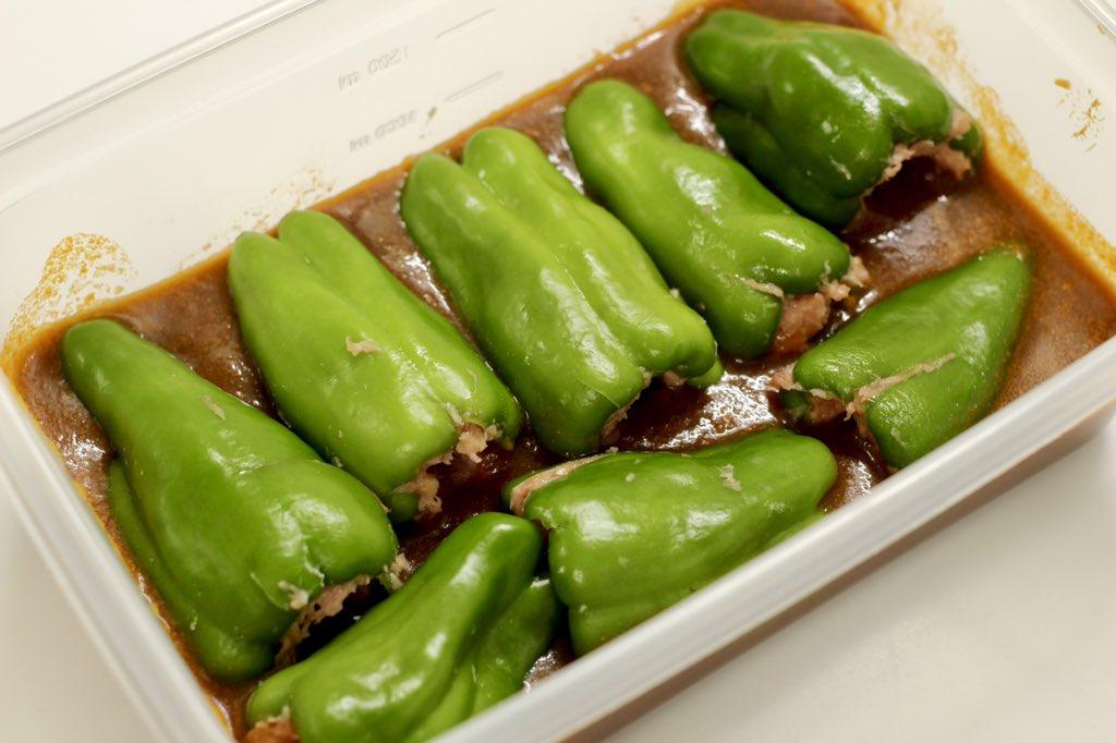 レンチンだけで完成の簡単レシピ!「ピーマンの肉詰めのデミ煮」