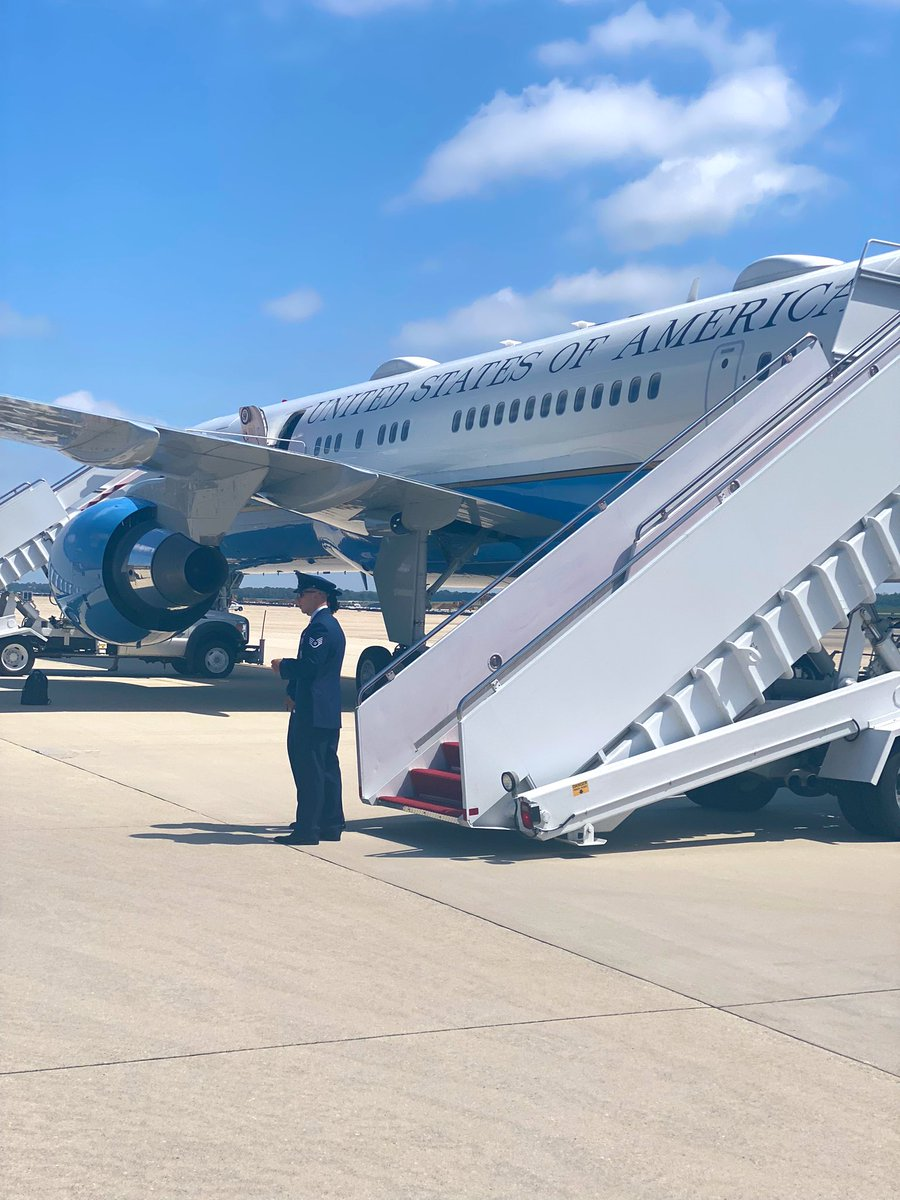The @VP is on board and we're wheels up to Detroit. See you soon Motor City! https://t.co/Z8gTYOoes5