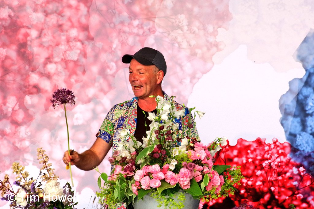 We are onsite providing AV this week for #rhstatton & went down a #RHS twitter rabbit hole back to a couple of weeks ago at #rhshamptoncourt How stunning do these flowers look in front of the printed backdrop we provided to one of the talks spaces. Thanks for sharing @TimHowellX
