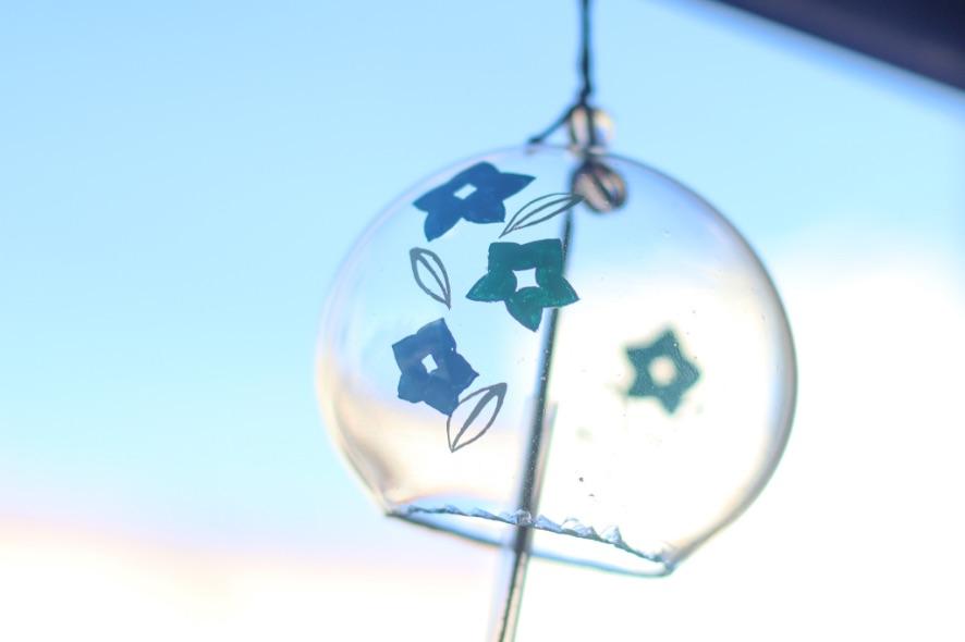 【煉獄家の風鈴②】 風鈴はひとつひとつ職人の手作業で制作。  完成した風鈴は、特製の桐箱に入れてお届け致します。  ▼現在受注受付中です。 ufotable.co.jp/kimetsu/movieg…
