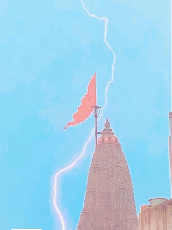 Lightning strikes close to Dwarkadhish Mandir