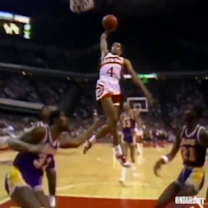 """RT @Ballislife: 5'7"""" and dunking like this in NBA games!  HBD SPUD WEBB  https://t.co/HMMFFwfZ2w"""