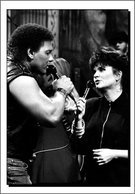 I want to wish my dear friend and singing partner Linda Ronstadt a very happy birthday. May it be a great one, and many more. Much love and respect Linda, your friend Aaron. https://t.co/ZL6MwKSESM