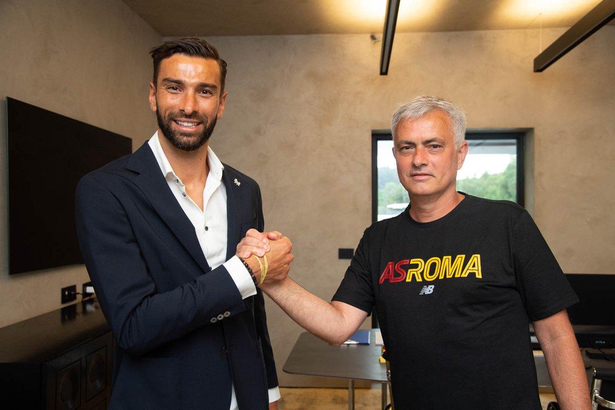 Rui Patricio rời Wolves để gia nhập đội bóng của Jose Mourinho