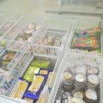 大学の購買、ハーゲンダッツのアイスだけが売れなくて霜だらけ!