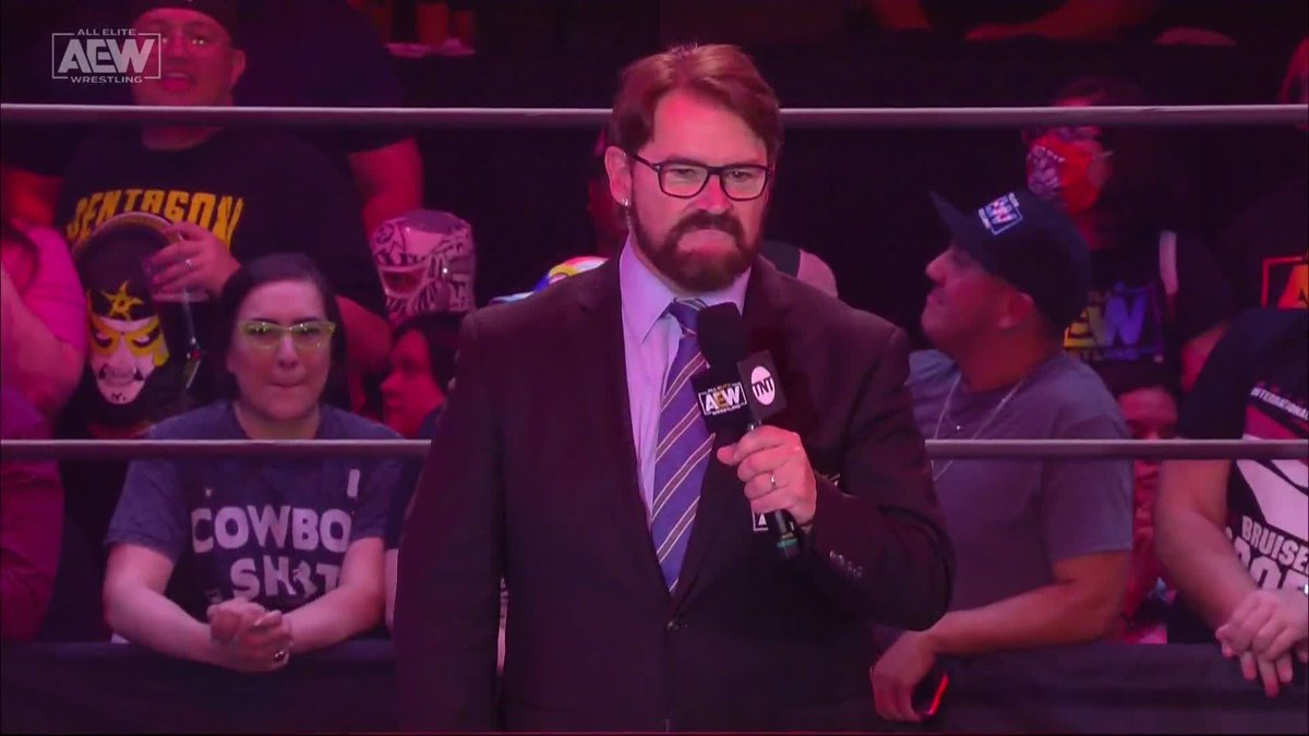 This ovation for Hangman Page 🔥  Love seeing live crowds back.  (via @AEW) https://t.co/Cb7akjgnVh
