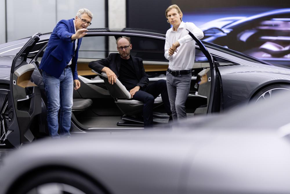 Fremtidens bil designes indefra og ud https://t.co/byDFkZbbbS https://t.co/mzN3RBppuF