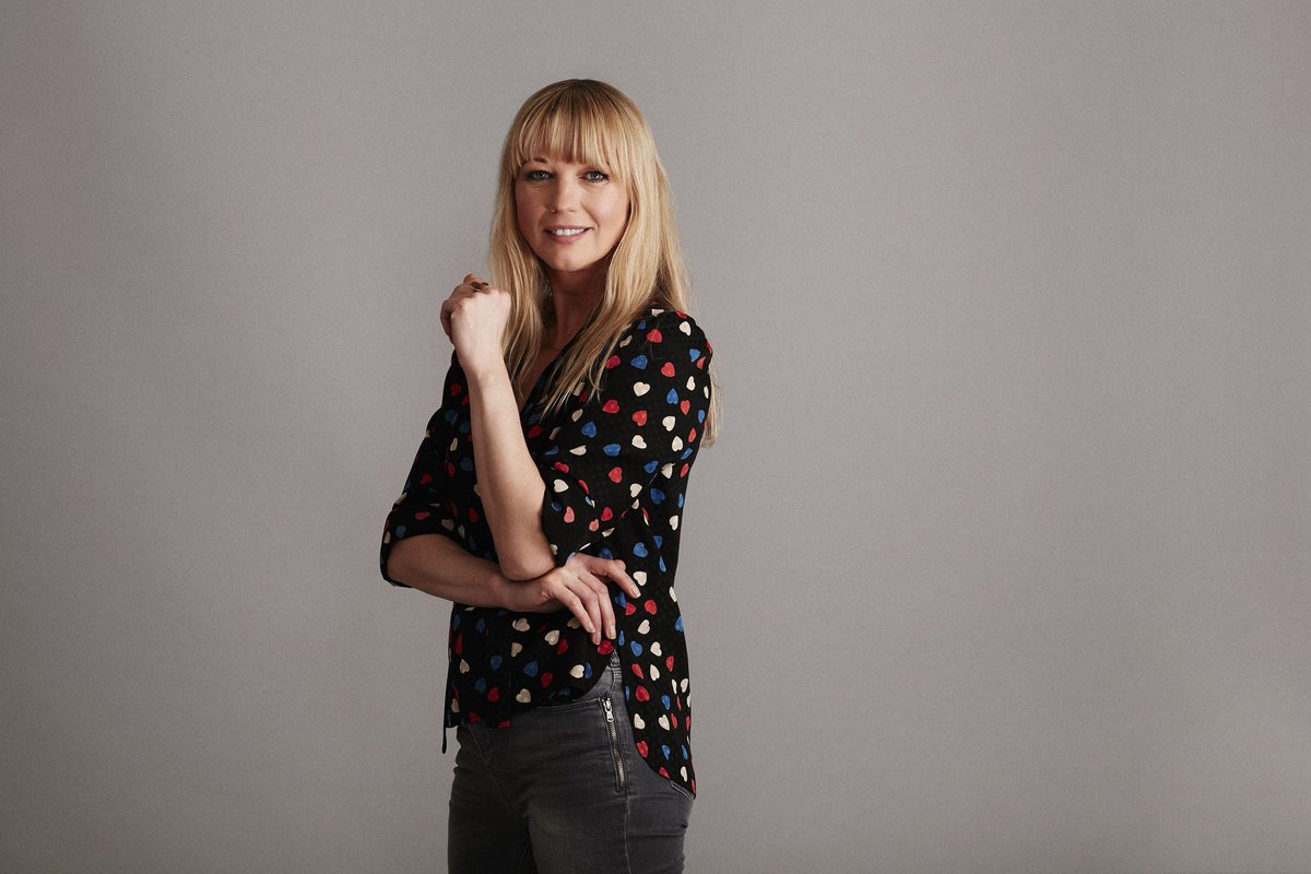 """.@BBC's popular weekly prime-time book club series """"Between the Covers"""", hosted by @sarajcox, is returning for a third series this autumn, with four more celebrities set to delve into new titles and favourites! See more: https://t.co/OezD1XYSQM https://t.co/pqNwD8Iq9t"""