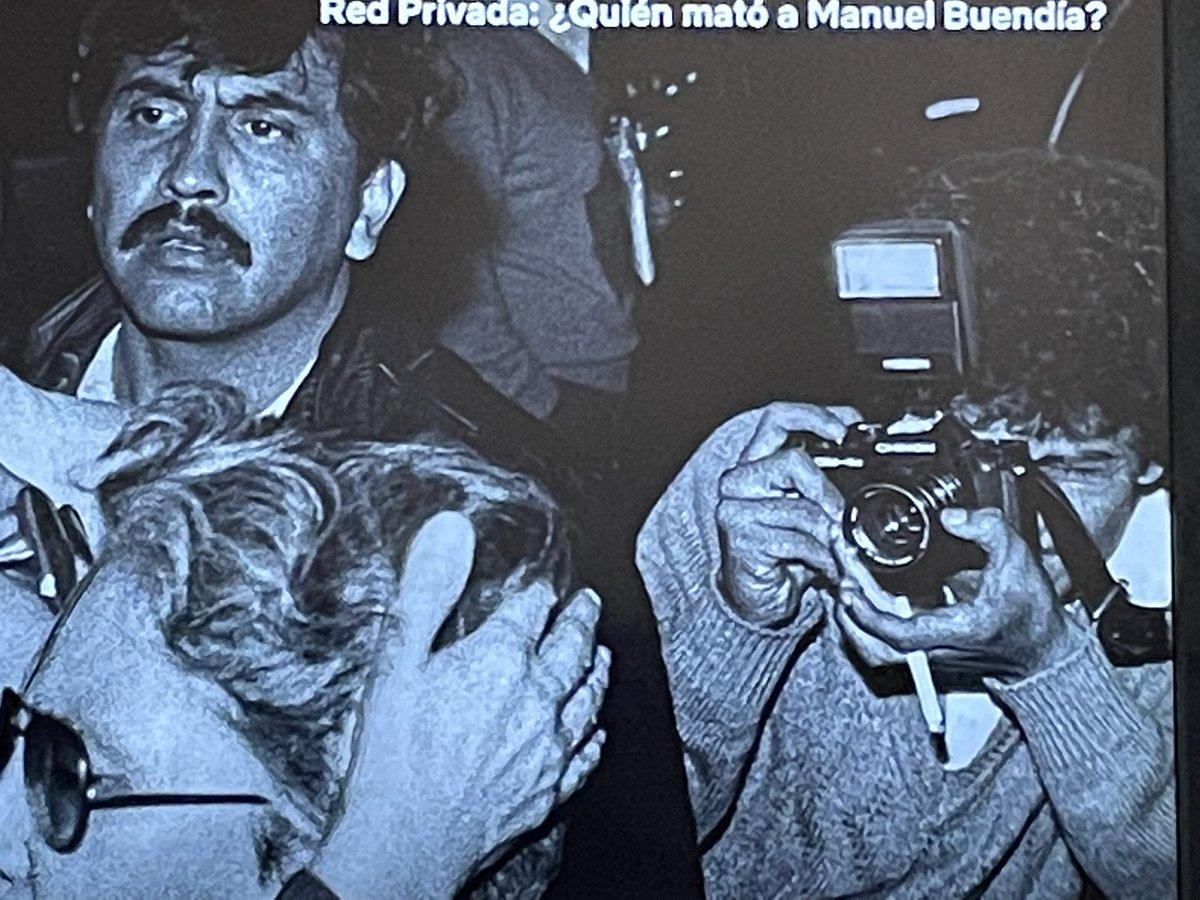 El fotoperiodista mexicano nunca pierde el estilo. #QuienMatoaManuelBuendía https://t.co/S8WbsPXZqF