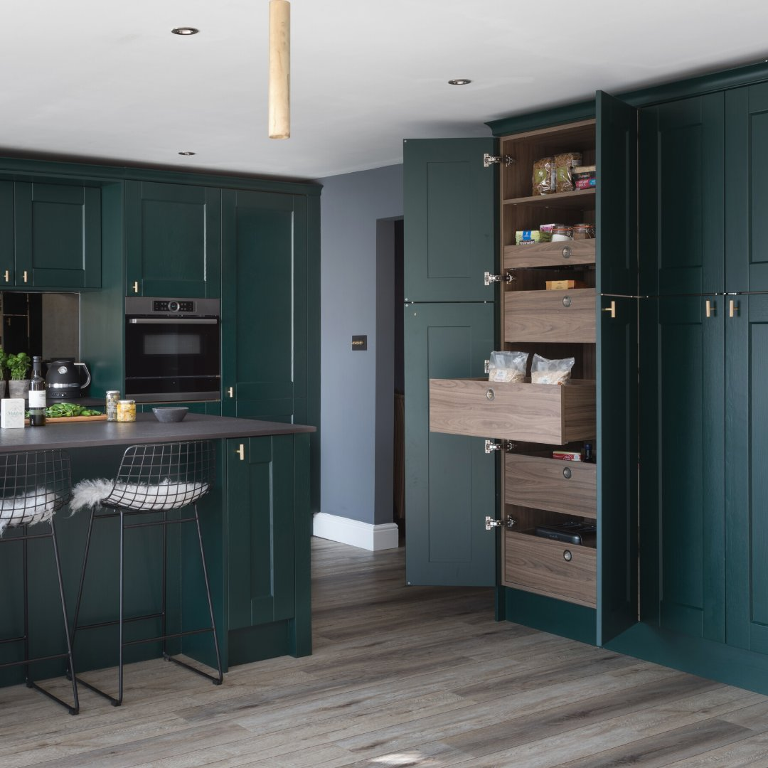 Do you want storage that holds up to 70kg of weight per drawer? If you want impressive storage take a look at the SpaceTower larder. . 🏡SpaceTower in Tuscan Walnut 📸 @paullmcraig