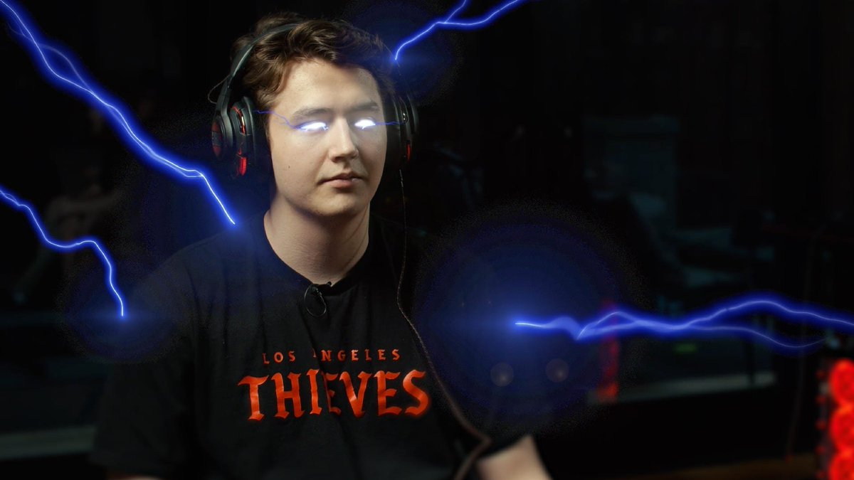 .@Drazah_  is looking electrifying in the JBL Quantum ONEs 🌩️