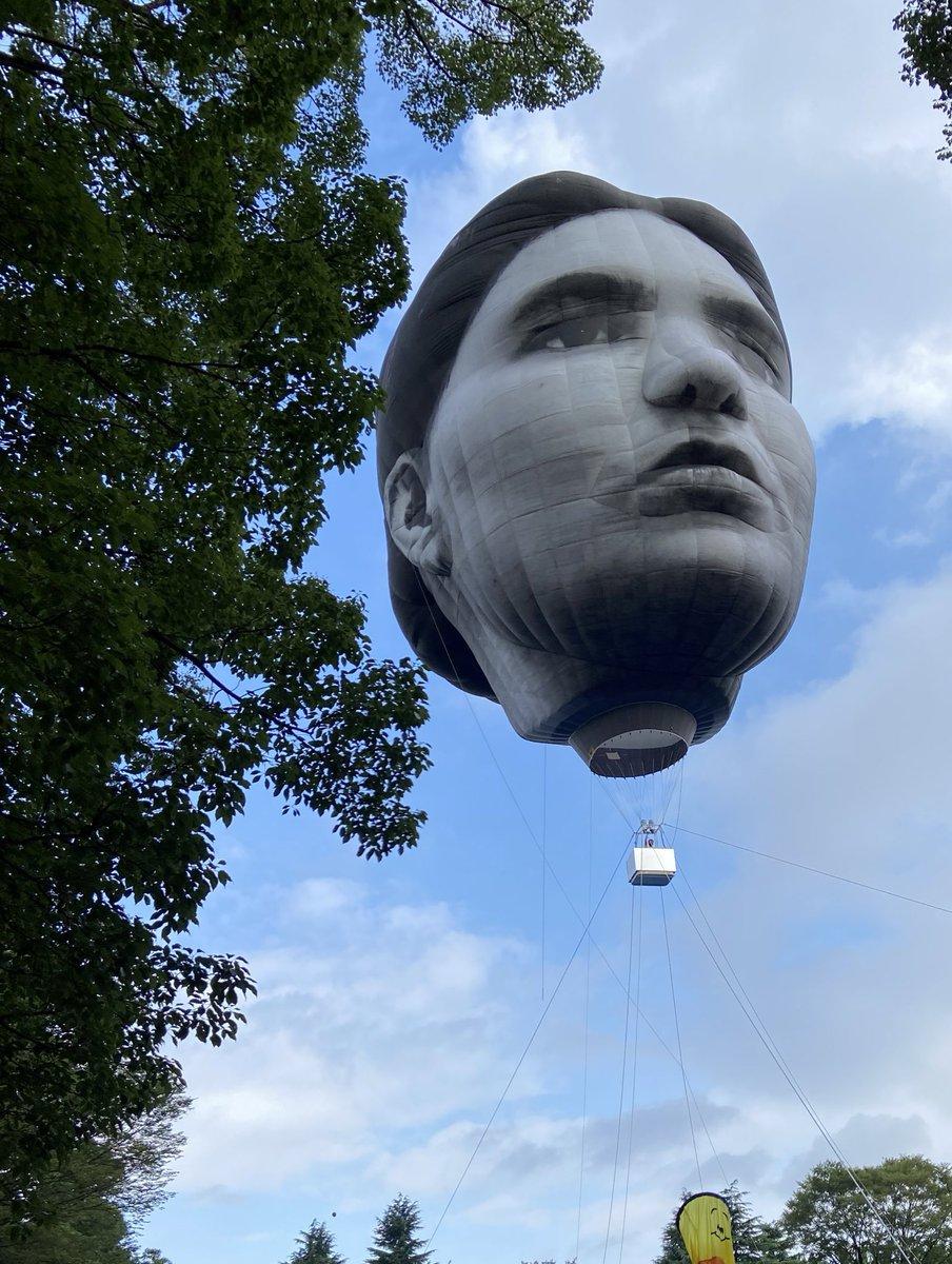 代々木の気球、完全に伊藤潤二の首吊り気球で怖すぎるんだが…