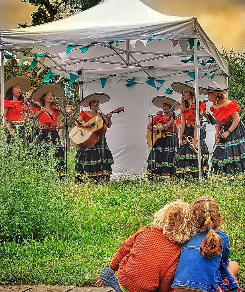 test Twitter Media - Fun for all ages yesterday, watching free live music from Mariachi Las Adelitas. It felt like a mini holiday. . #canalside #mariachis #summer #free #familyfun #female https://t.co/wPHvkHcNjm https://t.co/tBEWehaMIq