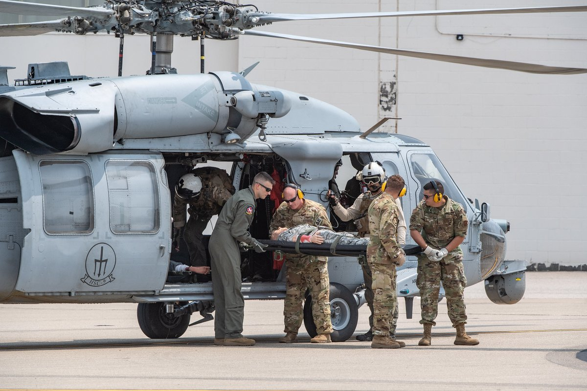 Photo of the Day: @WVNationalGuard Airmen from the @130th_AW perform Aeromedical Evacuation drills as part of joint training exercise Sentry Storm, which allowed participants to hone skills needed during real-world operations. https://t.co/XSwFTUdqj0 https://t.co/ILl8I40obG