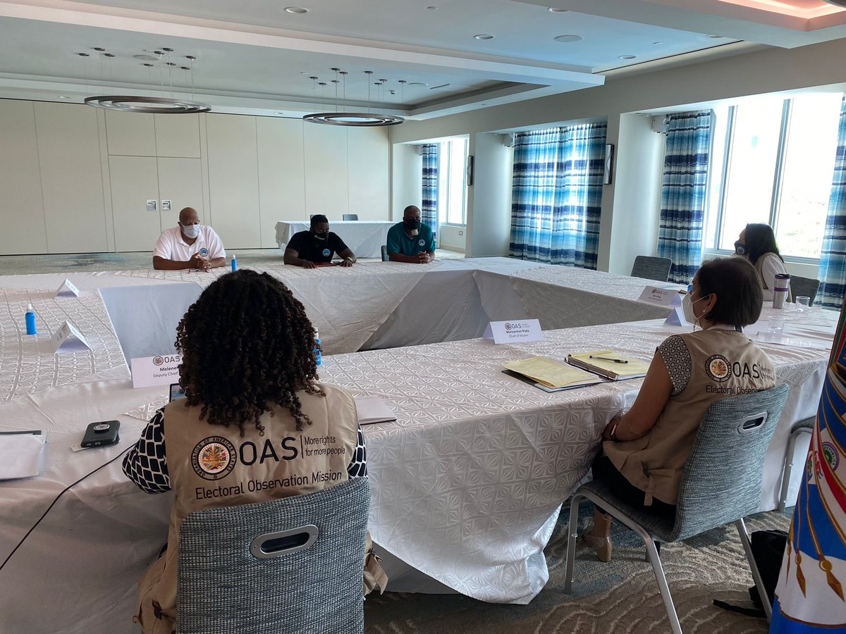 EOM #OASinStLucia met with Cyprian Montrope and members of the St. Lucia Civil Service Association.   During the deployment in #StLucia, the Mission has met with authorities, candidates and representatives of the civil society to hear their views on the electoral process. https://t.co/pWvFYemIQX