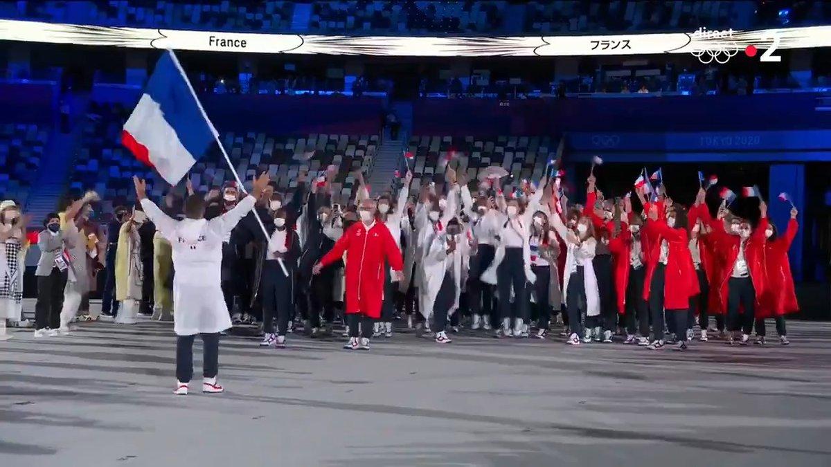 Toute la France est derrière ses champions 🇫🇷 ! Beaux JO à tous, faites nous rêver et ramenez un maximum de médailles. #JeuxOlympiques #OpeningCeremony
