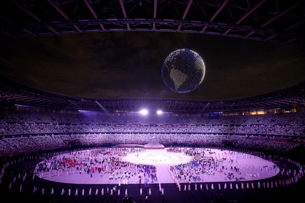 What's more wonderful than 1,824 drones?  1,824 drones seamlessly becoming a revolving globe at #Tokyo2020.  #StrongerTogether #OpeningCeremony https://t.co/uh92r8uFWR