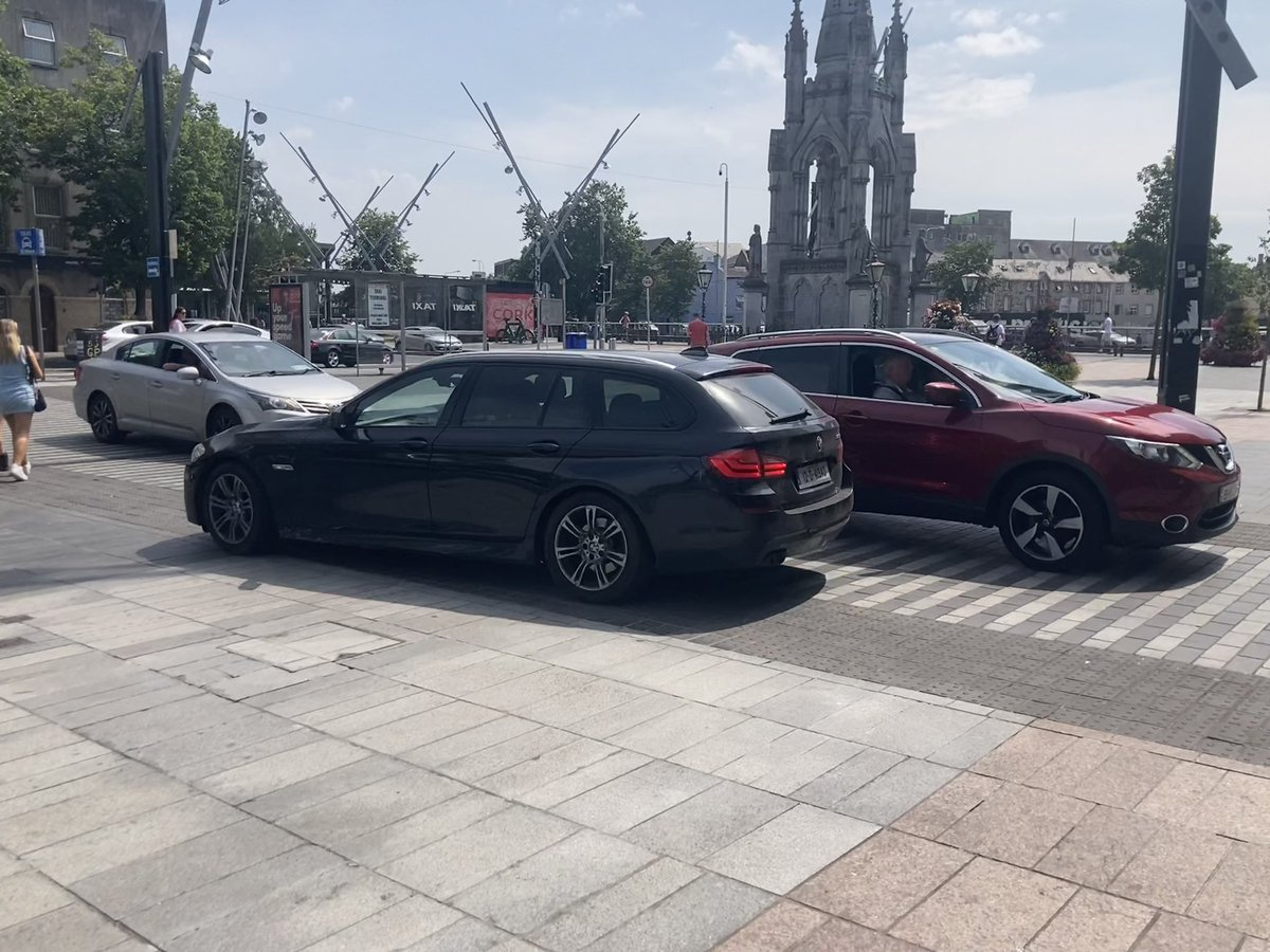 To experience what the Marina Park central path will be like after Cork GAA have had their way just visit the grand parade. #publicrealm #corkcity https://t.co/bOQfpDraoL