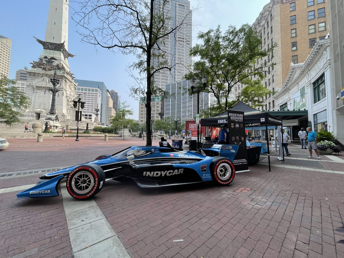 Enjoy the beautiful Indy summer weather and great food on Monument Circle for lunch today!  Join us for Food Friday's and take a picture with the official @IndyCar show car!  #TheBrickyard   #BigMachineGP https://t.co/do2MBSqUdY