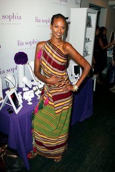 It is wear your Alindi or Gareeys week ladies.  Aka fuck Al Shabaab.  #SomaliWomen. https://t.co/IqzsD3rhYk