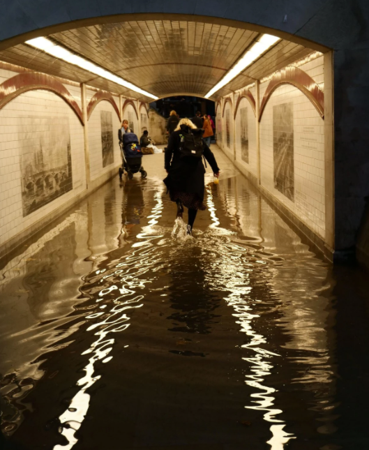The #climate crisis affects all walks of life, including transportation. @HirokoTabuchi & @jswatz report about the most recent floods in @nytimes.   https://t.co/sbntNpsnDx  TRB & @theNASEM have climate resouces to help prepare for climate change.  https://t.co/2kHEqngS1M https://t.co/yr1PYlMTvo