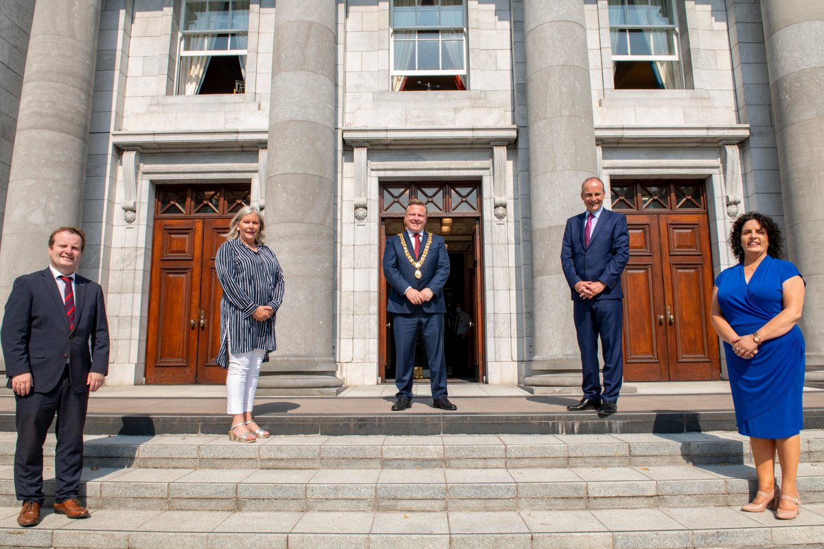 🇮🇪A warm welcome to An Taoiseach @MichealMartinTD who paid an official visit to Cork City Hall today!  📸Lord Mayor of Cork @KelleherColm, Chief Executive Ann Doherty, Assistant Chief Executive Brian Geaney and Deputy Lord Mayor @maryrdes were delighted to welcome An Taoiseach https://t.co/bKsuhsEwxU
